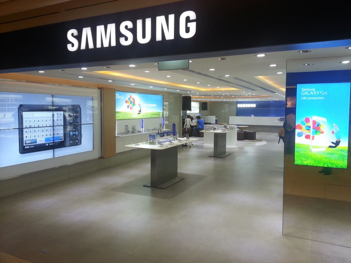 Samsung-Experience-Store-opens-in-Paragon-to-provide-consumers-with-best-environment-to-experience-Samsungs-latest-innovations-1180x885